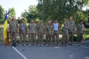 Воїни біля пам`ятника